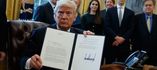 Trump-signs-executive-order-muslim-ban